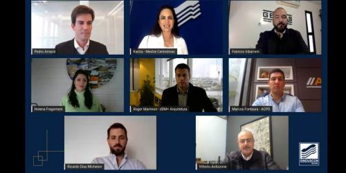 Oito quadrados com imagens de pessoas que participam de uma conferência virtual de posse do Sinduscon de Pelotas o fundo é azul marinho